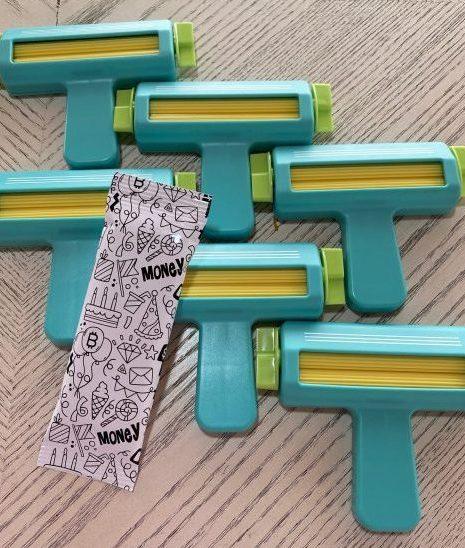 rodillo de lineas para texturizar la orilla de las chocolatinas