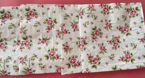 servilletas de mini rosas